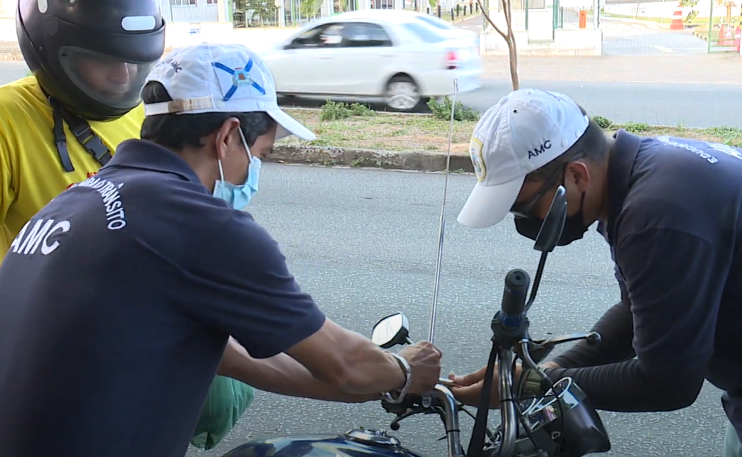 AMC distribui antenas Corta-Pipas para motocicletas em Blitze